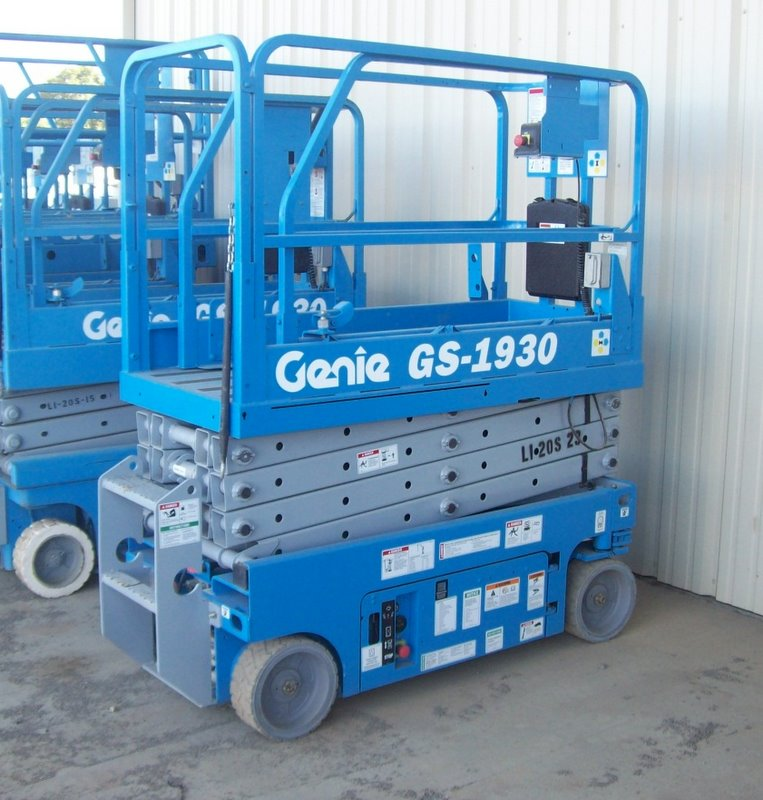 SCISSOR LIFT 19′ Electric with Inverter
