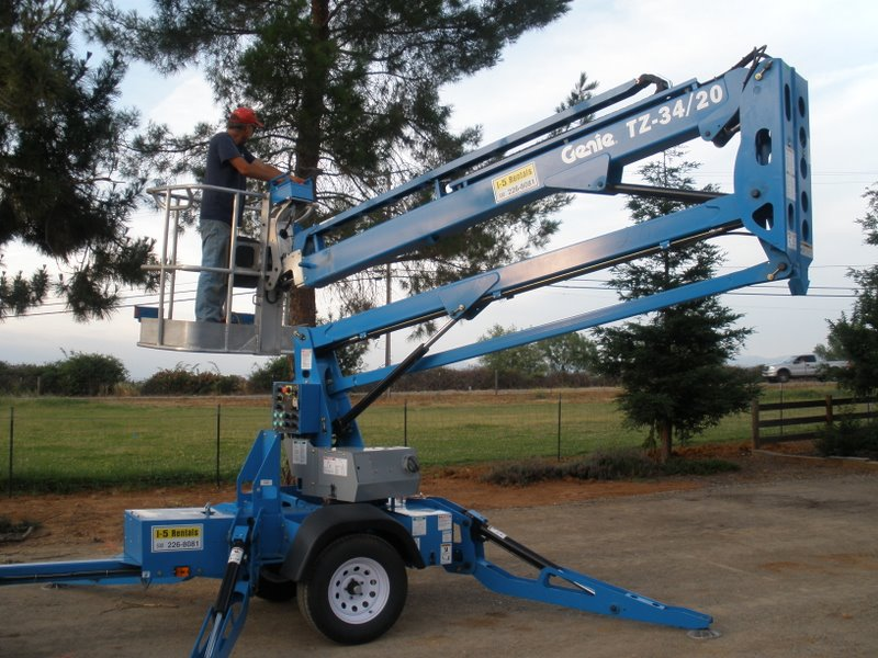 MANLIFT – 34′ Towable Articulated Boom Lift