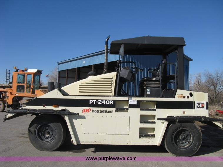 PNEUMATIC COMPACTOR 8 Wheel Roller