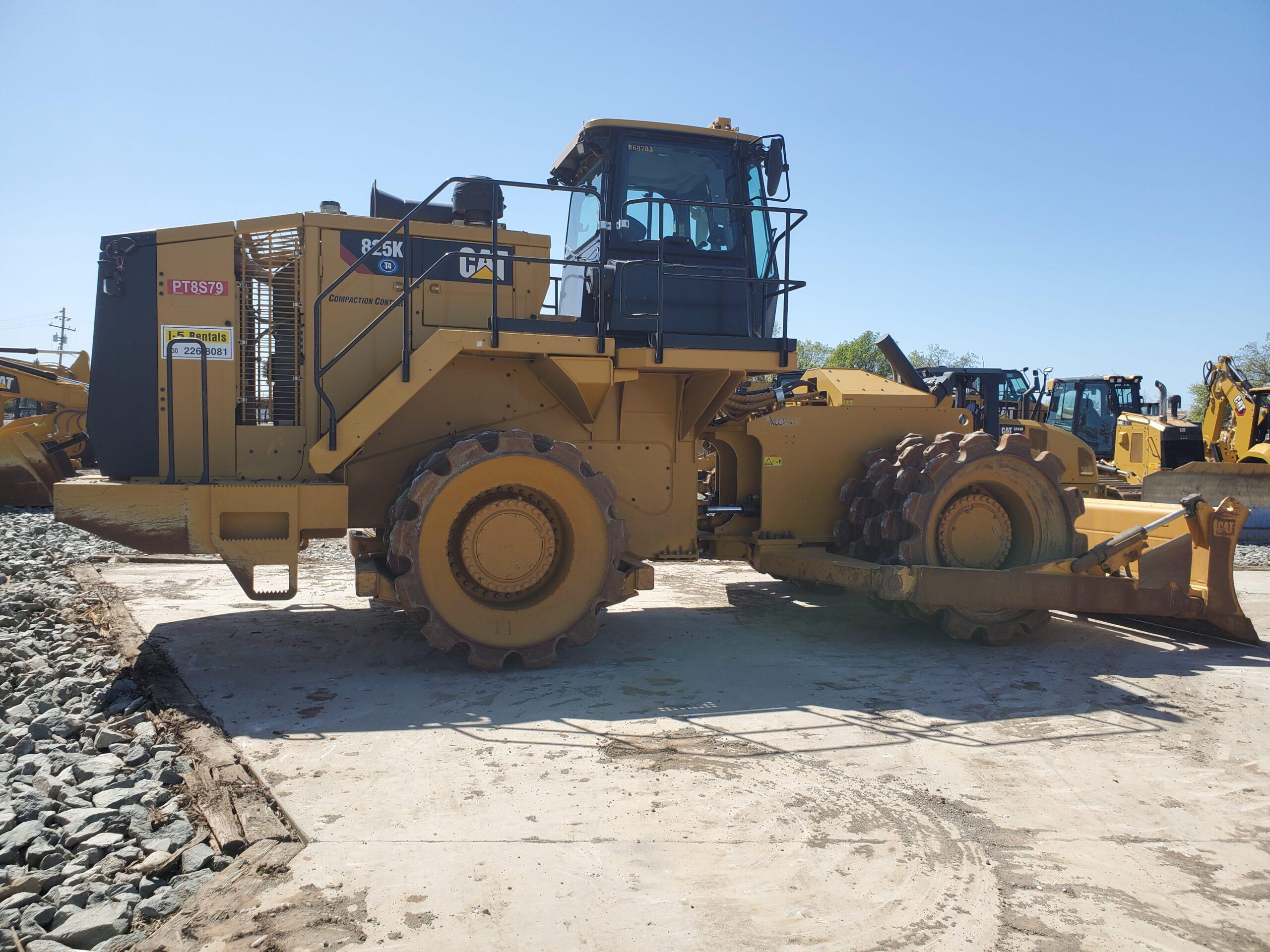 SOIL COMPACTOR 825K
